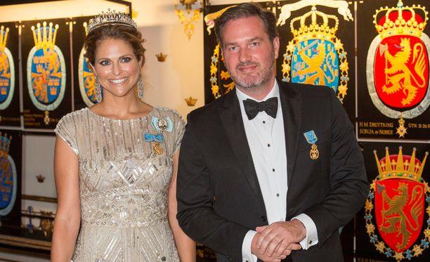 Madeleine joutuu viettämään Ruotsin kansallispäivää ilman miestään.