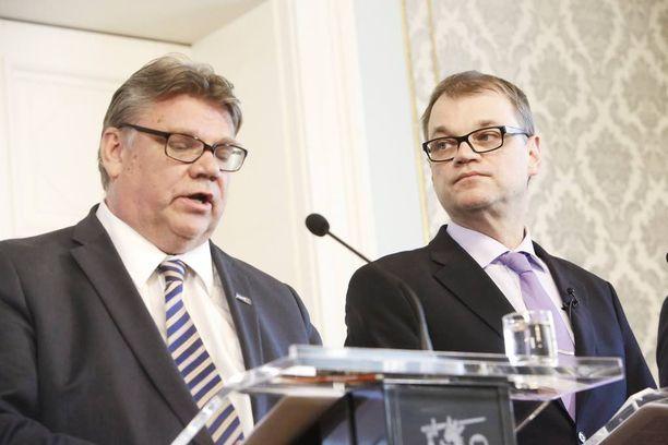 Pääministeri Juha Sipilä (kesk) haluaa antaa vielä aikaa kiistellylle hallintarekisterilaille, jota ulkoministeri Timo Soini (ps) ilmoitti vastustavansa.