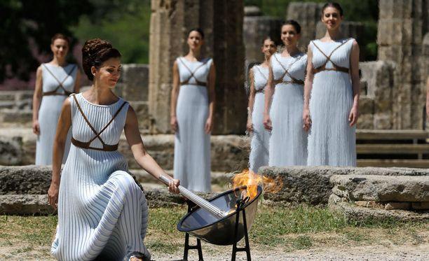 Olympiatuli sytytettiin komein seremonioin Kreikassa.