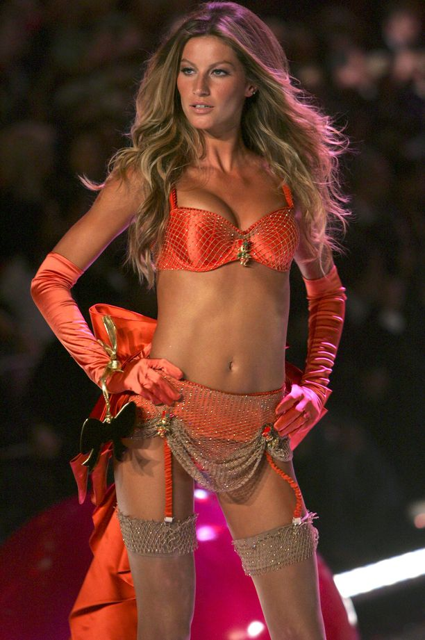 Gisele Bundchen vuonna 2005 Victoria's Secretin näytöksessä.