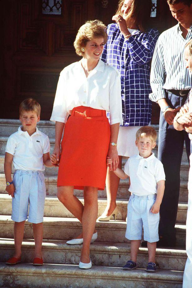 Kuvassa Diana poikiensa kanssa vuona 1988.