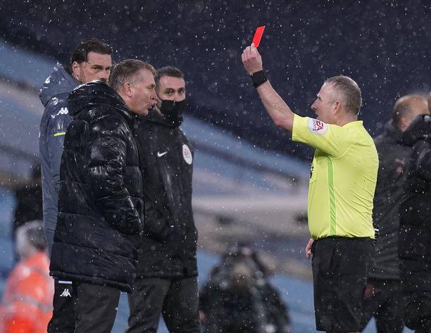 Dean Smithille näytettiin punaista korttia.