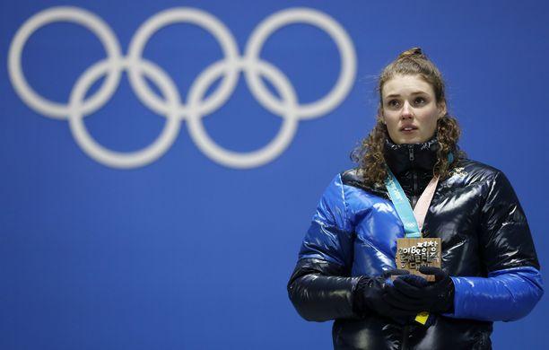 Ruotsin Hanna Öberg voitti ampumahiihdon normaalimatkan olympiakultaa Koreassa viime talvena.