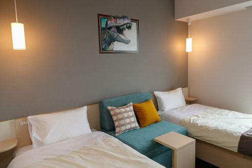 Hotellihuoneiden sisustus on rauhallinen ja tavanomainen.