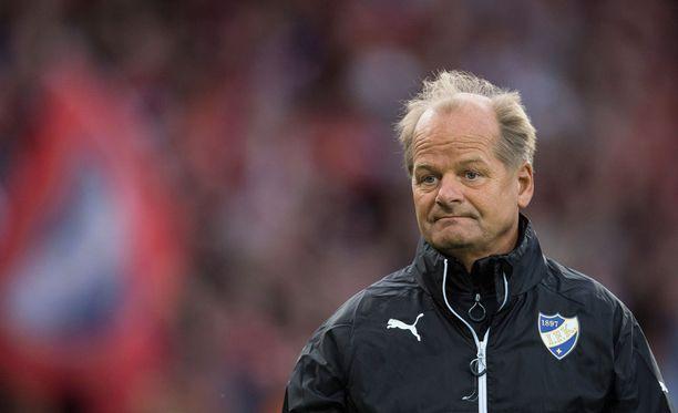 Antti Muurinen odotti Suomelta enemmän rohkeutta Kosovoa vastaan.