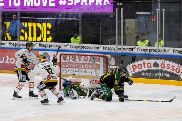 Ville Leskinen iski voittomaalin kolmannessa erässä.