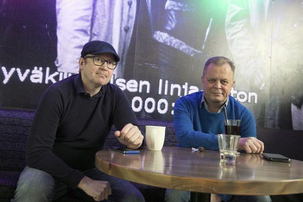 Ravintolanomistajat Tiit Lõhmus (vas.) ja Ari Aho ihmettelevät sitä, miksei Viron valtio halua enää panostaa matkailumarkkinointiin Suomessa.