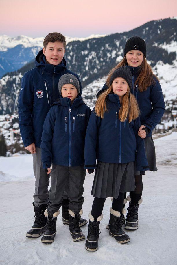 Prinssi Christian, prinssi Vincent, prinsessa Isabella ja prinsessa Josephine yhteiskuvassa.