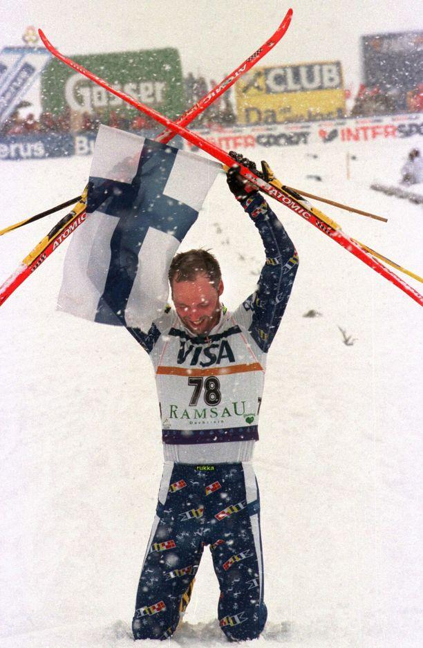 Mika Myllylän 30 kilometrin MM-kulta Ramsaussa 1999 on yhä Suomen miesten ainoa arvokisavoitto luistelutyylillä.
