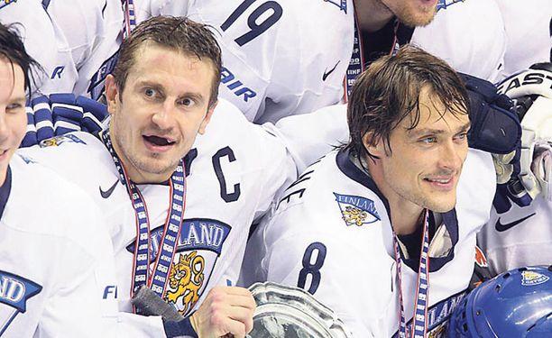 Ville Peltonen ja Teemu Selänne edustivat Suomea jo Naganossa 1998.