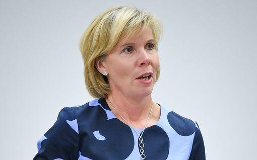 Anna-Maja Henriksson pyrkii jatkokaudelle RKP:n johdossa – oikeusministerin mielestä koronan toinen aalto voidaan torjua ilman poikkeusoloja