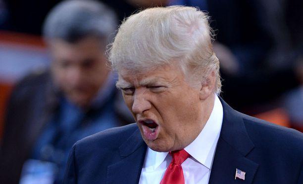 Donald Trump ei ilahtunut tiedoista, että esikoissyyttäjä Robert Muellerin johtaman Venäjä-tutkinnan ensimmäiset pidätykset tapahtunevat maanantaina.