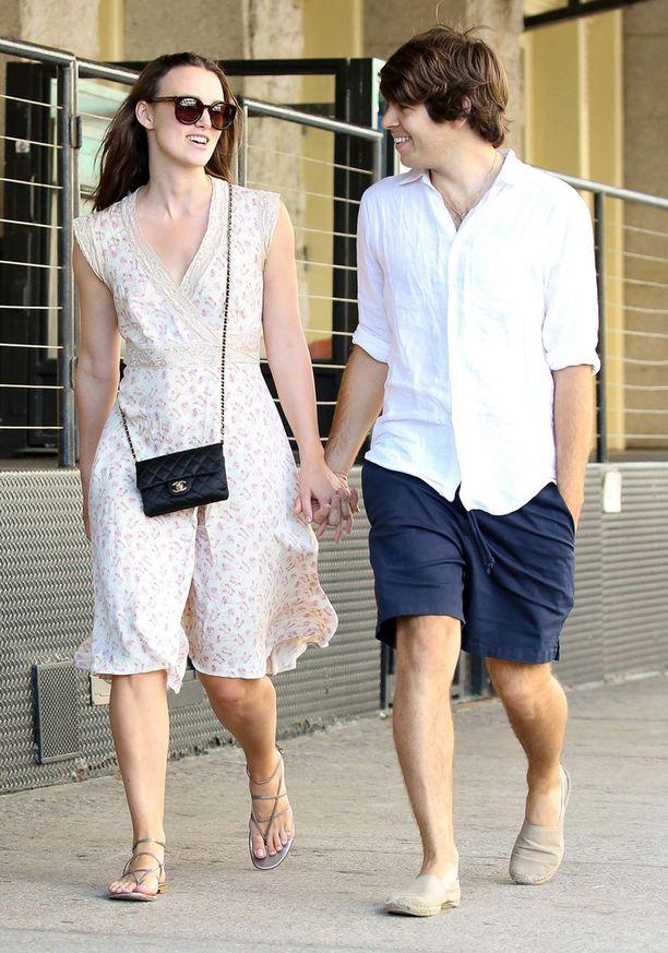 Keira Knightley ja James Righton ovat pienen tyttölapsen vanhemmat.