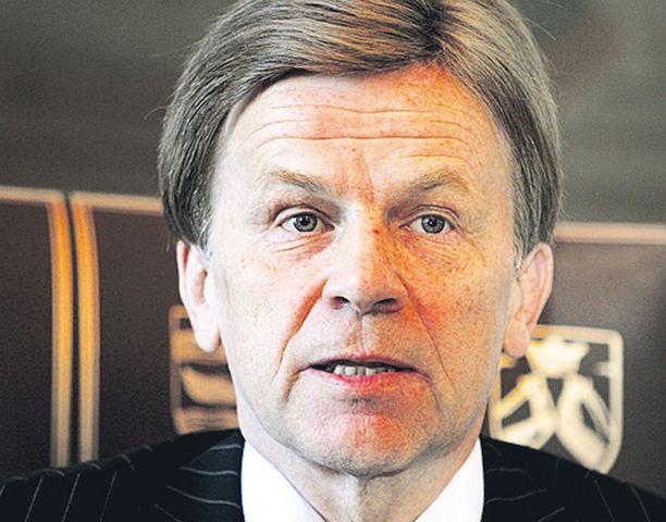 Elinkeinoministeri Mauri Pekkariselta odotetaan avustavia toimia etanolitehtaan perustamiseksi ylijäämäviljaa käyttämään.