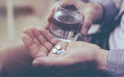 Älä koskaan ota parasetamolia alkoholin kanssa - 7 tavallista lääkettä, jotka ovat vaarallisia pienessäkin humalassa
