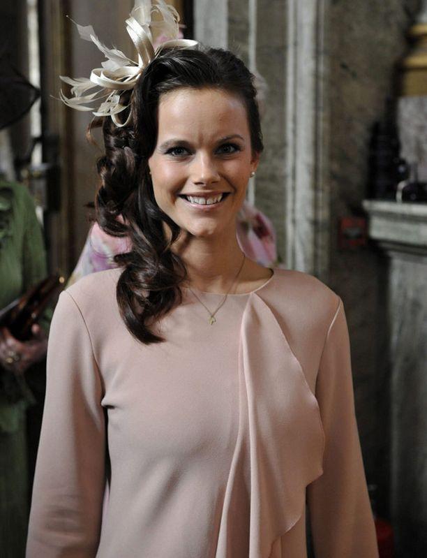 Sofia Hellqvist edusti kauniissa kampauksessa.