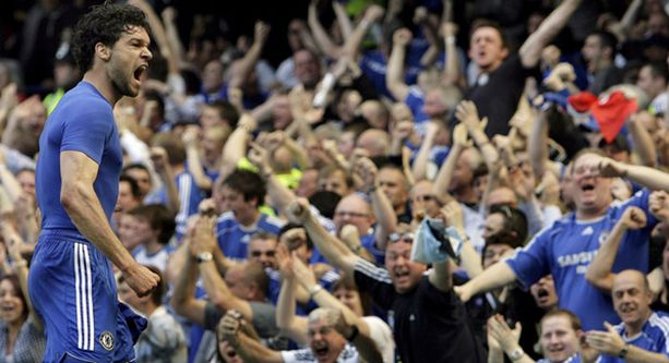 Stamford Bridgen yleisö villintyi Michael Ballackin rankkarimaalista.