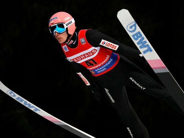 Dawid Kubacki nousi korkeimmalle korokkeelle Titisee-Neustadtissa.