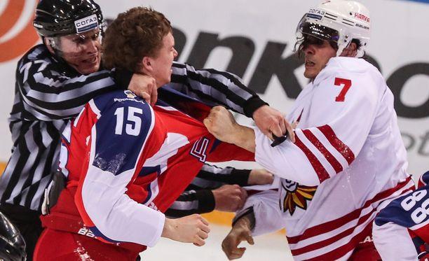ZSKA-Jokerit-pudotuspelisarjan avaus päättyi tiistaina Moskovassa väkivaltaisesti.