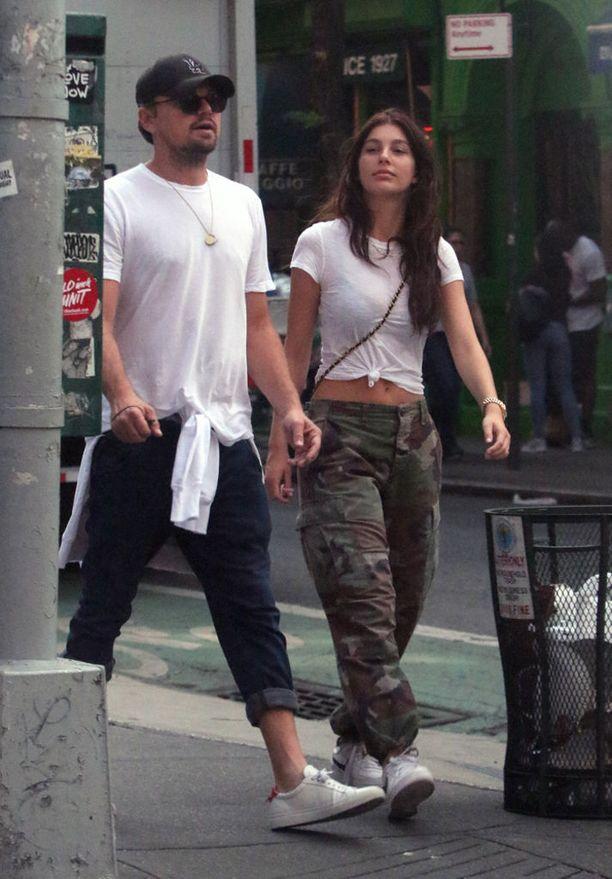 Näyttelijä ja mallikaunotar Camila Morrone olivat rennosti kesäsäähän asustautuneina liikenteessä.