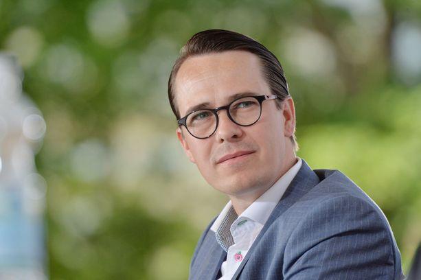 RKP:n puheenjohtaja Carl Haglund osallisuu parhaillaan Porin Suomi-Areena-tapahtumaan.
