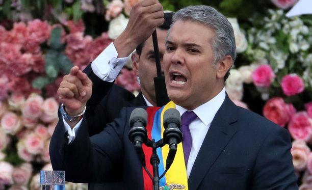 Kolumbian uusi presidentti Ivan Duque pitämässä virkaanastujaispuhettaan Bogotassa 7. elokuuta 2018.