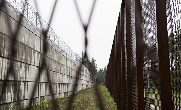 Alo Jüriloon ja Hannu Lauerman mukaan Suomessa psykoottiseksi diagnosoitujen vankien määärä on lähellä kehitysmaiden lukemia.