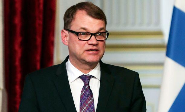 Pääministeri Juha Sipilä puuttui tiukasti perussuomalaisten puheenjohtajan Timo Soinin EU-puheisiin.