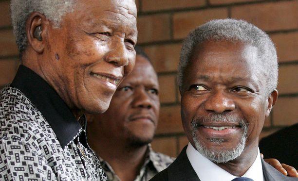 Kofi Annan Etelä-Afrikan presidentin Nelson Mandelan kanssa Johannesburgissa vuonna 2006.