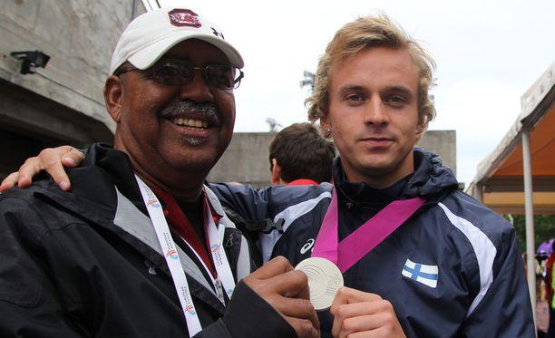 Jussi Kanervo (oik.) pokkasi Suomen ainoan mitalin alle 23-vuotiaden EM-kisoissa.
