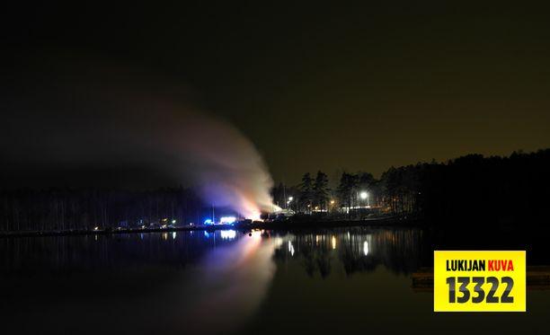 Palo ei ehtinyt levitä veneisiin.