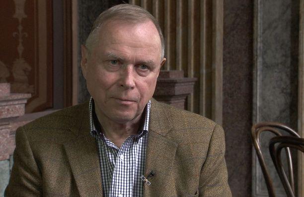 Turvallisuuspolitiikan tutkija, eversti evp. Pekka Visuri on suomentanut Waldemar Erfurthin päiväkirjamerkintöjä.