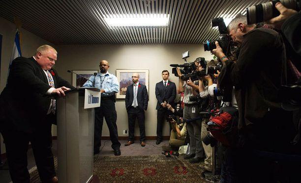 Toronton pormestari selitti lehdistötilaisuudessa juomistaan, pössyttelyään ja videoesiintymistään, jossa hän uhkasi tappavansa jonkun.