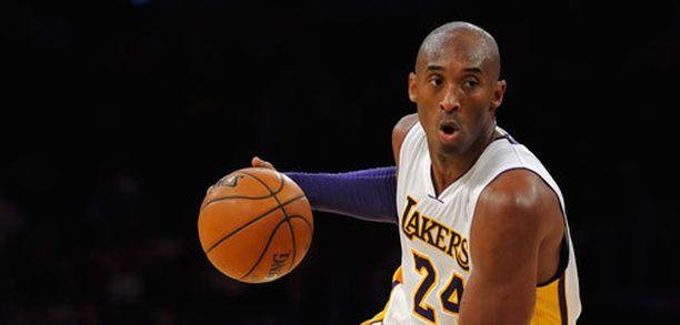Kobe Bryant palasi todella pitkän tauon jälkeen parketille.