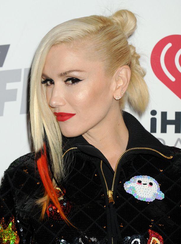 Gwen esitteli uuden tukkatyylinsä myös lauantai-illan keikallaan.