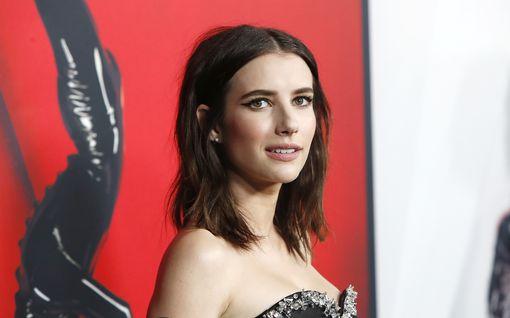 """Näyttelijä Emma Roberts vahvistaa raskaushuhut – syleilee pyöristynyttä vatsaansa: """"Kaksi lempipoikaani"""""""