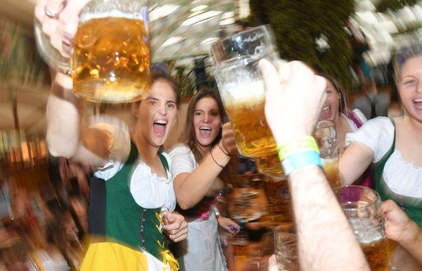 Olut ja suuret tuopit kuuluvat tähän tapahtumaan.