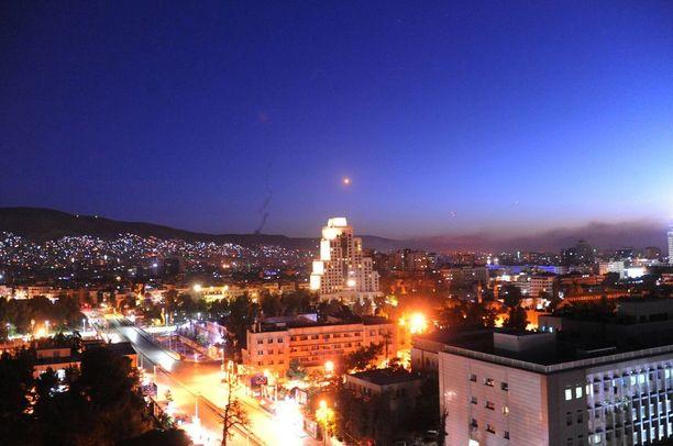 Ohjuksia näkyi Damaskoksen yötaivaalla.