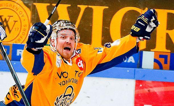 Ville Vahalahti laukoi Lukon voittomaalin.