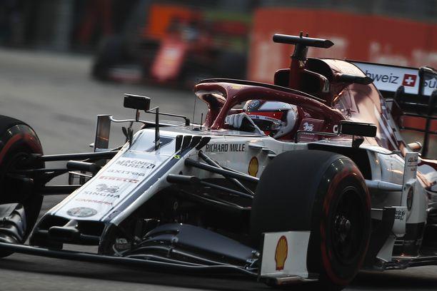 Kimi Räikkösen Singaporen GP:n päättyi kolarikeskeytykseen.