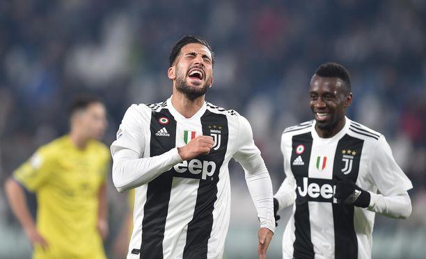 Emre Can (vas.) ja Juventus juhlivat selkeää voittoa liigajumbo Chievosta ja vahvistivat asemiaan Serie A:n kärjessä.