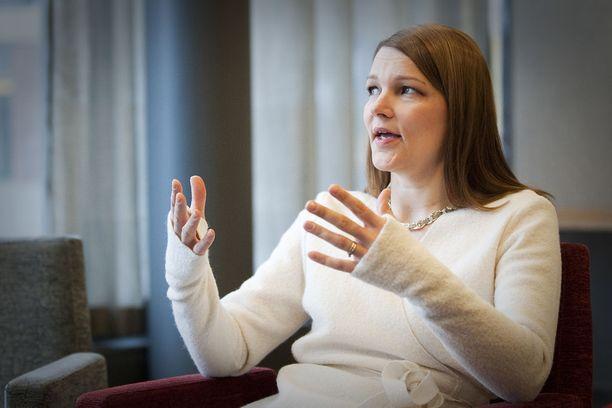 OECD:n apulaispääsihteeri Mari Kiviniemi esitteli maaraporttia Helsingissä tänään. Arkistokuva.