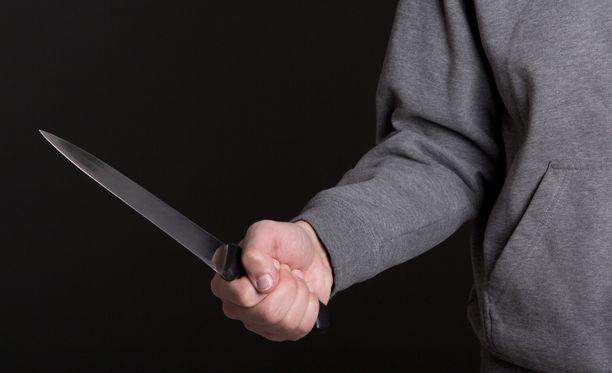 Poliisi epäilee 25-vuotiasta lieksalaismiestä 37-vuotiaan miehen puukottamisesta. Kuvituskuva.