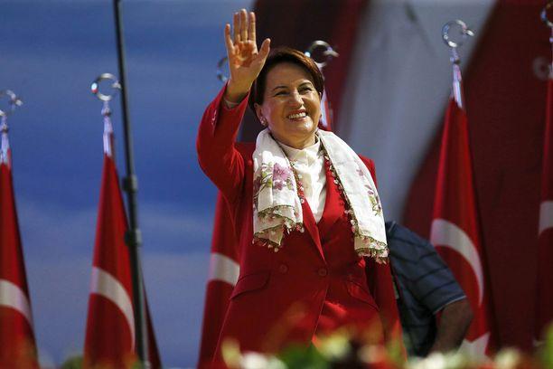 Meral Aksenerilla ei ole realistisia mahdollisuuksia haastaa Erdogania, mutta on saanut oppositiota tiivistämään rivejään.