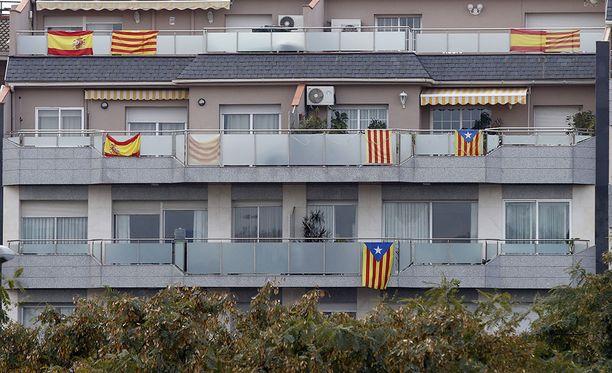 Katalonia on tällä hetkellä jakautunut voimakkaasti kahtia, eivätkä aluevaalit todennäköisesti ratkaise asiaa puoleen eivätkä toiseen.