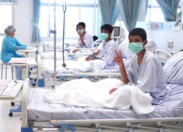 Thaimaan Navy SEAL -erikoisjoukon julkaisemalla videolla pojat vaikuttivat olevan erittäin hyvillä mielin.
