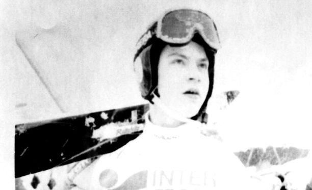 Tero Turkki edusti Suomea mäkiviikolla 1990-luvun puolivälissä.