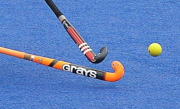 Maahockeyn ympärillä kuohuu.