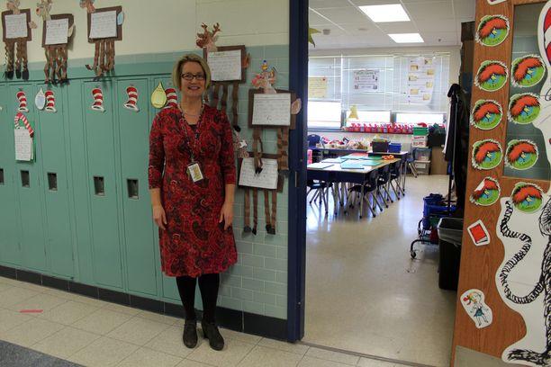 Ani Hoffman ei puhu joulusta oppilaidensa kanssa juuri lainkaan, sillä joulun uskonnollisuus tekee siitä kielletyn aiheen amerikkalaisissa julkisissa kouluissa.