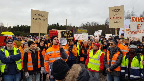 Posti- ja logistiikka-alan unionin jäseniä mielenosoituksessa 12. marraskuuta.